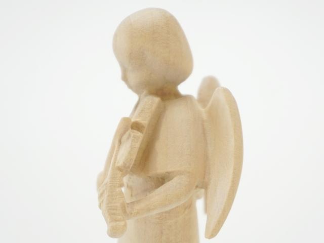 木の天使・バイオリン・背面上部