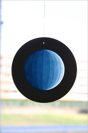 ローズウィンドウ「月の満ち欠け」