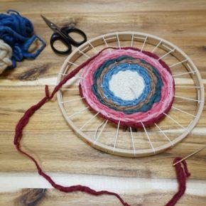 円形織り機で冬の手仕事