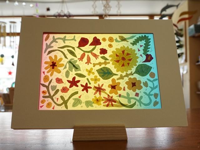 レインボートランスパレントペーパーと端紙を活用した切り絵の作品「植物のおはなし」